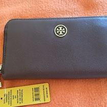 Tory Burch Robinson Wallet Photo