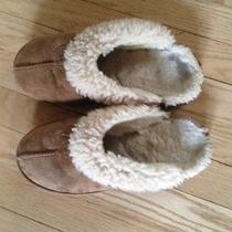 Ugg Slippers Womens Size 7 Chestnut Photo
