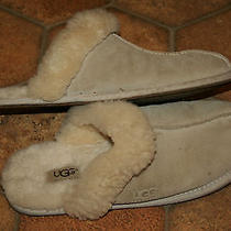 Ugg Slippers Womens Size 9. Nice Photo
