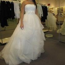Vera Wang - Ivory Wedding Dress Photo