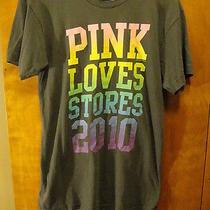 Victoria's Secret Rare Small Associate  Pink Loves Stores 2010  T Shirt Gray Photo