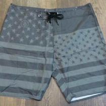 Volcom Stars & Stripes Merico Board Shorts Men's Size 38 Excellent Pre-Owned Con Photo