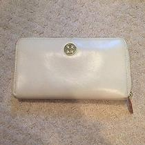 White Tory Burch Wallet Photo