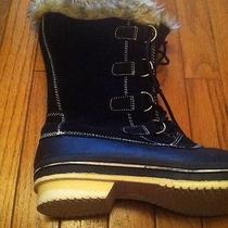 Womans Snow Boots Photo
