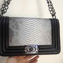 Women Handbag Photo