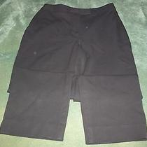 Women's 25 X 21 Black Capri Pants With No Brand Name Photo