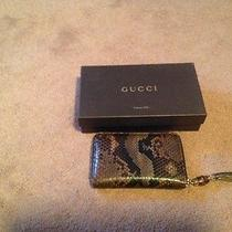 Women's Gucci Wallet Photo