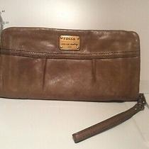 Womens Leather Fossil Wallet Photo