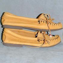 Women's Shoes Flats Minnetonka Thunderbird Hard Sole Buckskin Glove Skin Tan 6 Photo