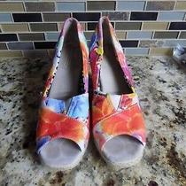 Women's Toms Wedge Sandals Sz 8.5 Med Open Toe Front 3d Tropical Pattern Photo