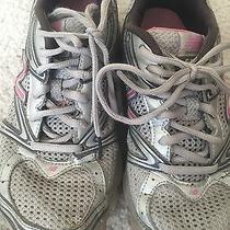 Womens Gray New Balance Tennis Shoes (Size 8) Photo