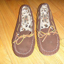 Womens New Minnetonka Moccasin S/8 Slippers Priced to Sell2 Photo